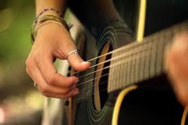 Comment bien débuter la guitare ?